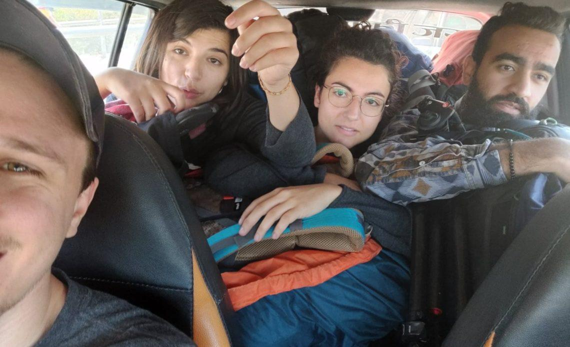 L'équipe en voiture